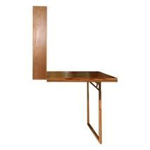 Nhìn ngang bàn gấp treo tường có chân chống phủ veneer